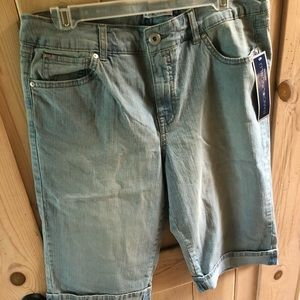 Bandolinoblu brandy style jean shorts in size 12